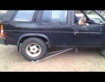 Sunkvežimis be atbulinės pavaros, bet vistiek gali važiuot atgal prietaiso pagalba