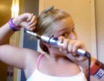 Mergaitė nusidegino plaukus (Nepavykusi plaukų priežiūros pamokėlė)