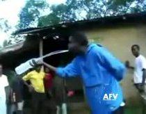 Afrikietičio triukai su vandens buteliu
