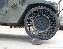 Humwee džipas su naujom beorem padangom