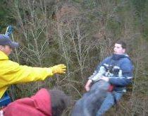Pokštas žmogui šokančiam su bendži jump (angl. bungee jump) guma