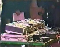 Old School DJ Mr.Tape kuria muziką garso juostų magnetofonais