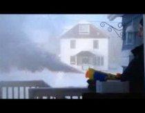 -40 laipsnių šaltyje - vandens šautuvu purškiamas karštas vanduo