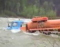 Rusijos Sunkvežimiai Važiuoja Skersai Upės