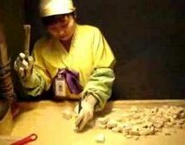 Gamina saldainius ar muziką - Korėjietė saldainų pjaustytoja