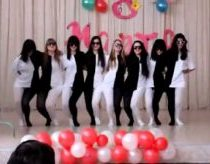 Optical illusion - girls dance white and black