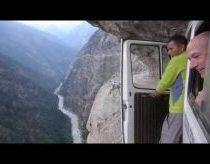 Ekstremalus pasivažinėjimas himalajų kalnais autobusu