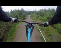 Ekstremalus nusileidimas dviračiu nuo Škotijos kalnų (su gyvais komentarais)