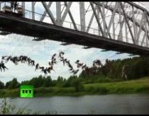 Russian crazyness - jump from bridge with rope