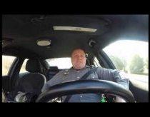 Policininkas šoka mašinoje pagal taylor swift - shake it off