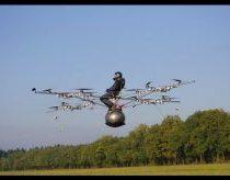 Pirmasis žmogaus skrydis su elektriniu multi sraigtasparniu (angl. multicopter)