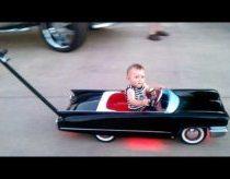 Tiuninguotas vaikiškas Cadillac stumdukas