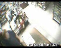 Tigras užeina į parduotuvę