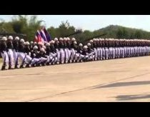 Impressive Thai military parade - domino style