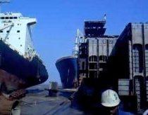 Keistas laivo parkingas