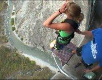 Aukščiausias merginos šuolis su guma - aukštis 134m
