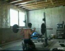 Treniruotės sporto salėję - nepavykusių kadrų rinkinys