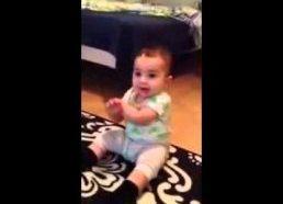 7 Mėnesių Kūdikis Šoka pagal Gangam Style muziką
