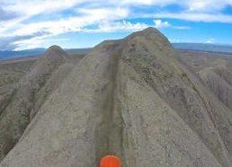 Motociklu siauriais kalnų keliukais