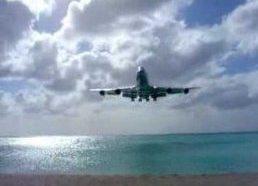 Lėktuvo Boeng 747 artimas nusileidimas saloje