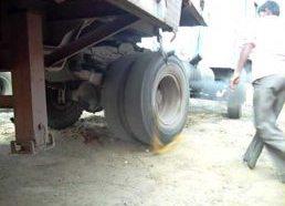 Kaip užvedamas sunkvežimis Indijoje - rankomis