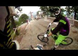 Ekstrimalus nusileidimas su dviračiais lyg iš žaidimo - Meksika