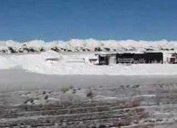Traukinys užstrigo stumdydamas sniegą