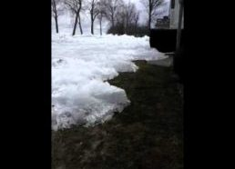 Ledai lėtai slenka link namo