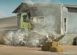 Volvo sunkvežimį davė vairuoti vaikui