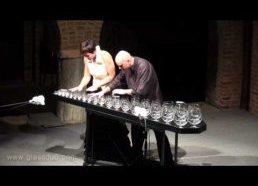 """Su stiklo """"arfa"""" atliktas Piotro Čaikovskio kūrinys """"Cukruotų slyvų fėjos"""""""