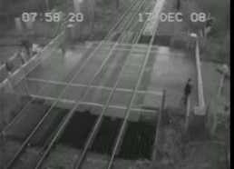 Vaiko vos vos nepartrenkė traukinys!