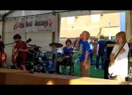 Vaikų grupė (8-10metų) groja Metallica - Sweet Child of Mine