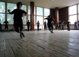 Gruzijos nacionalinio baleto pritrenkianti šokių treniruotė
