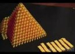 3D Domino piramidė