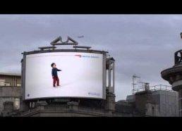 British Airways - gudri reklama, su vaiku sekančiu paskui skrendančius lėktuvus
