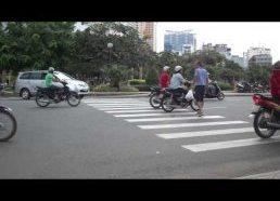 Kaip pereiti gatvę Vietname