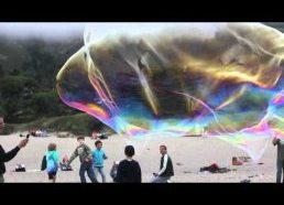 Didziuliai muilo burbulai