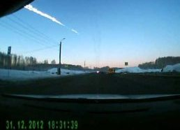 Nufilmuotas krentantis meteoritas Rusijoje (Čeliabinske)