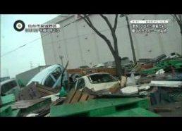 Tsunamis Japonijoje 2011 (filmuota iš mašinos)