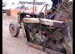 Keistas vikšrinis traktorius