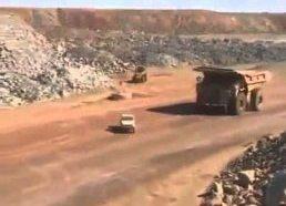 Sunkiasvoris sunkvežimis prieš Landcruiser - blynas