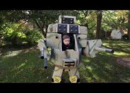 Vaikas su roboto kostiumu - galbūt geriausias kostiumas 2014
