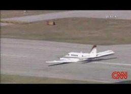 Avarinis lėktuvo nusileidimas be važiuoklės pasibaigė sėkmingai
