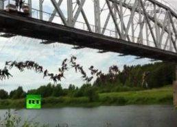 Rusiška beprotybė - šuolis nuo tilto su virve