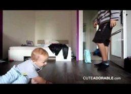 Breiką šokantis kūdikis - šypseną keliantis vaizdelis
