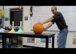 Kaip chemijos mokytojas išsprogdina melioną helovynui
