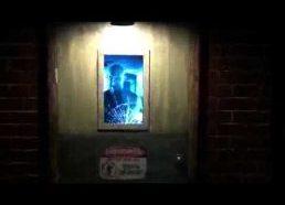 Durys lyg iš siaubo filmo!