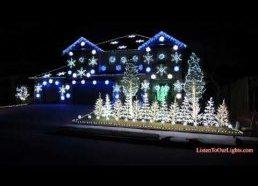 Kalėdinėmis Lemputėmis ir Gangnam style muzika papuošas namas