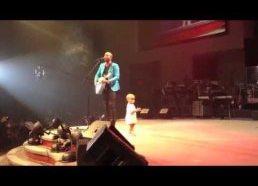 Tėčio koncertą 'pavagia' šokantis jo vaikutis
