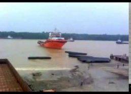 Kaip į vandenį paleidžiami nauji laivai